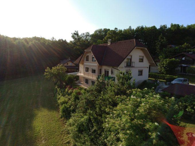 Dvojček, družinska hiša, Šmarješke Toplice, vseljiva