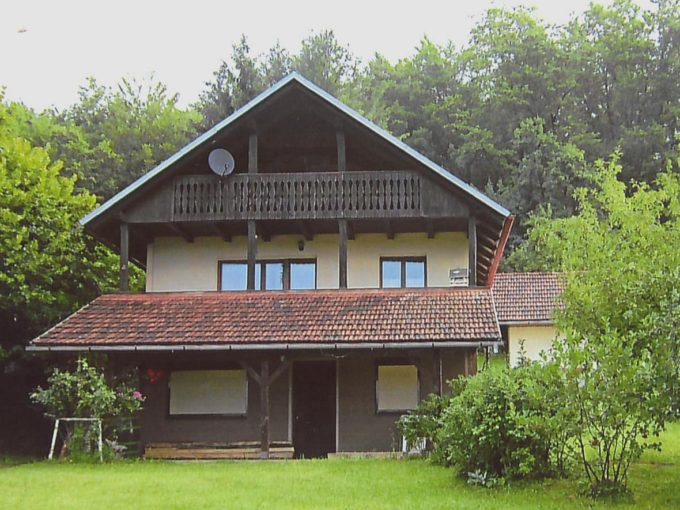 Hiška v Družinski vasi